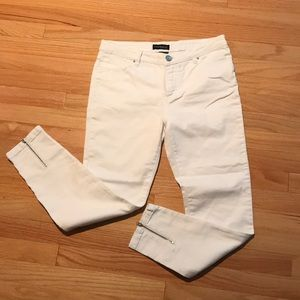 Like new white jeans with silver zipper accents